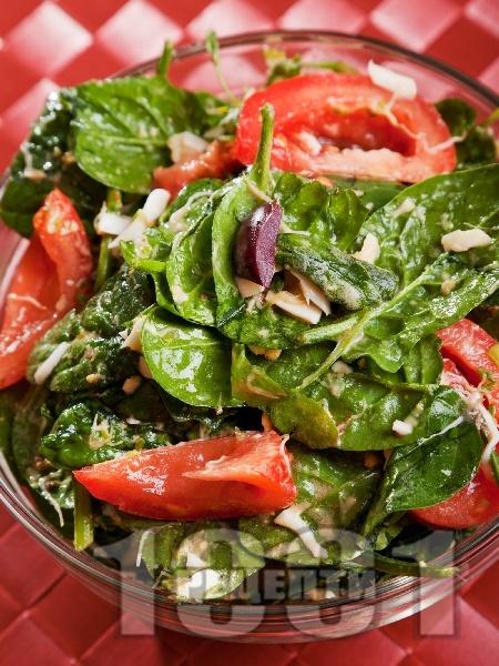 Салата от спанак, домати и яйца - снимка на рецептата